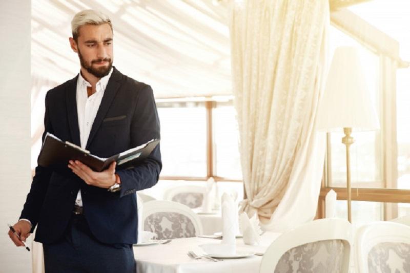 مدیریت هتل شامل مدیریت هر چیزی است که مربوط به صنعت هتل باشد.