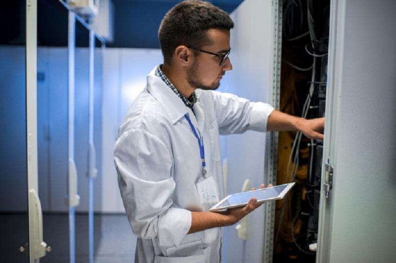 کارشناس دیتا و امنیت شبکه