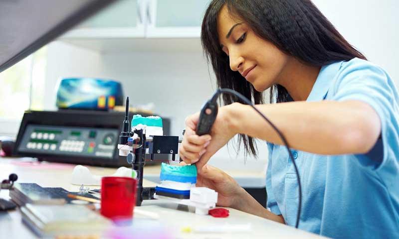The-job-market-of-denture-technicians-in-Iran
