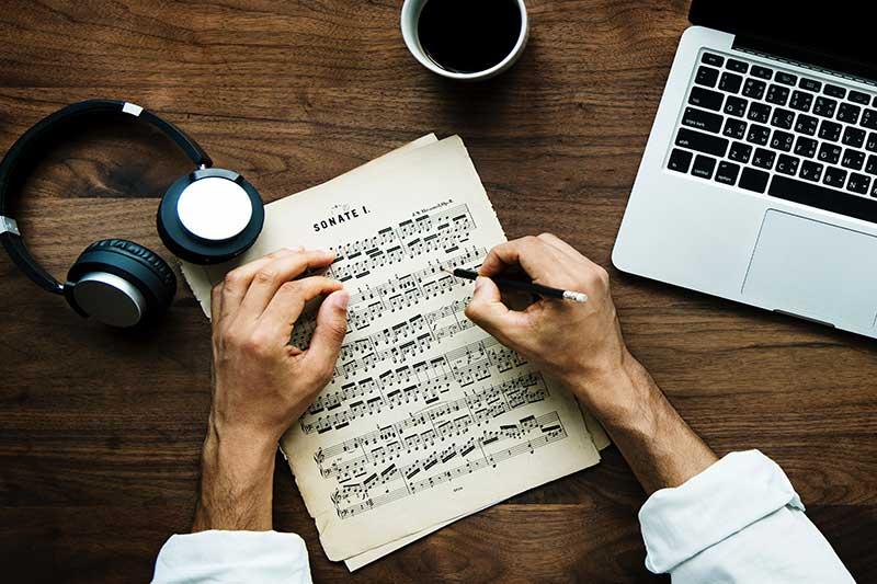 Composing-job-market