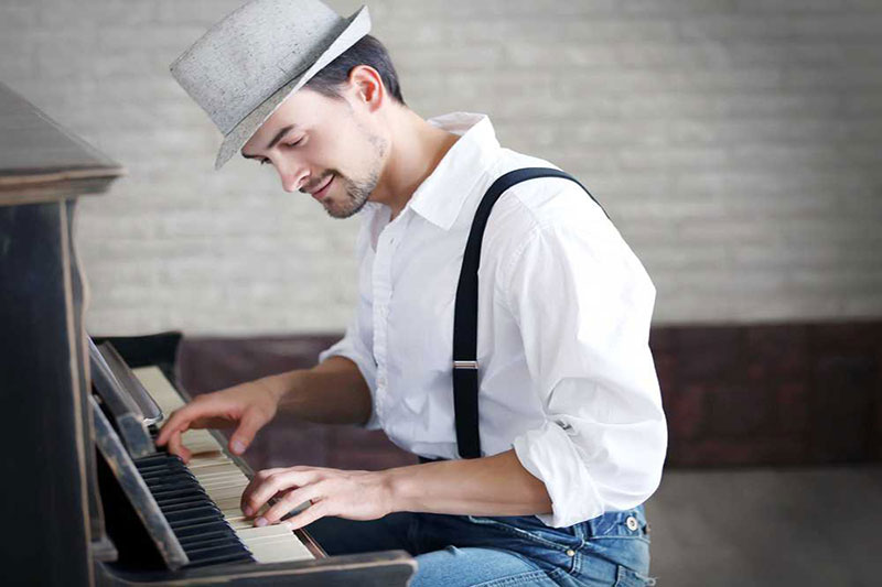 World-music-playing-job-market-in-Iran